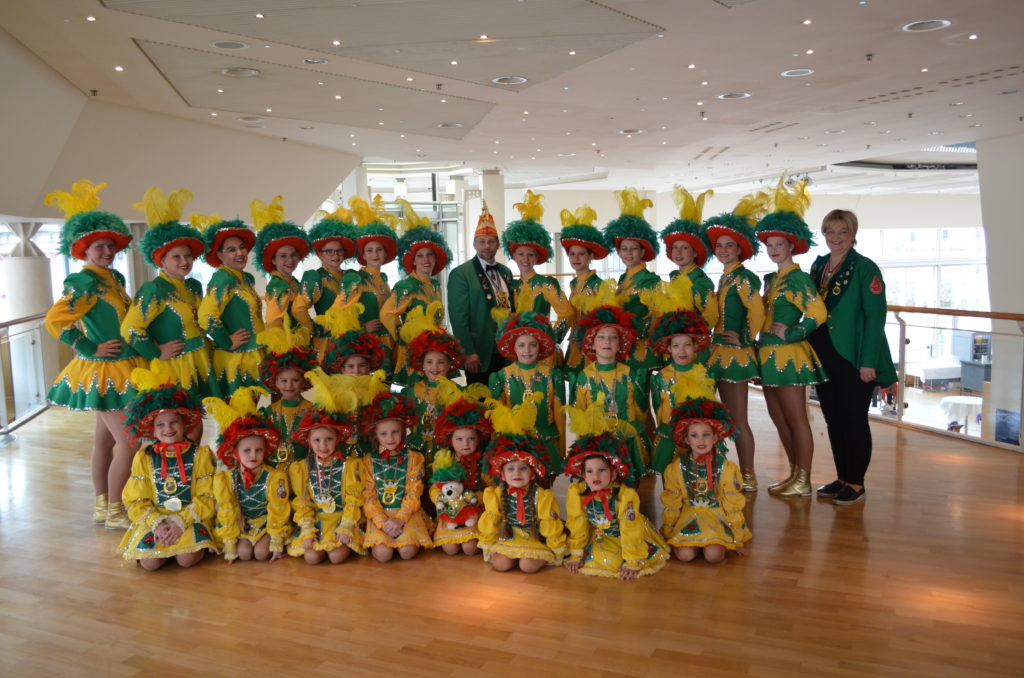 Tanzgruppe 2020 mit Trainerin